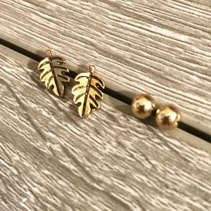 NWOT Leaf and Round Gold-toned Stud Earrings Set